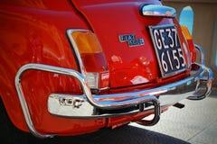 Camogli Liguria, Italien - September 20, 2015: Festivalen Fiat 500 samlar organisatörer den Fiat 500 klubban Genova Levante Itali Fotografering för Bildbyråer
