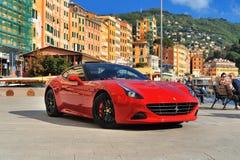 Camogli, Liguria Włochy, Kwiecień, - 13, 2016 Ferrari Kalifornia T Obrazy Stock