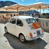 Camogli, Liguria Włochy, Wrzesień, - 20, 2015: Festiwal Fiat 500 Zlotnych organizatorów Fiat 500 Świetlicowy Genova Levante Włoch Zdjęcia Stock