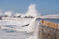 Camogli nabrzeże pod wodą morską w dniu szorstki morze Fotografia Stock