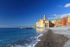 Camogli, spiaggia e chiesa Fotografia Stock