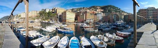 Camogli strand och hamn - fiskeläge - Ligurian hav Royaltyfri Fotografi