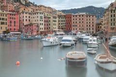 Camogli visserijjachthaven Het beeld van de kleur stock fotografie