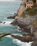 Camogli wybrzeże w dniu szorstki morze Zdjęcia Royalty Free