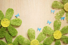 Camomilles et papillons image stock