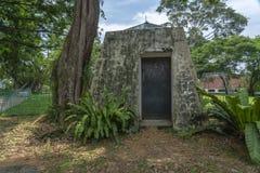 Camouflage van de fort de inblikkende Bunker stock fotografie