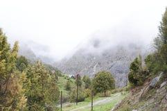 Camp abandonné Dugoba d'alpinisme au Kirghizistan Image libre de droits
