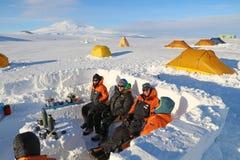 Camp antarctique de champ Images libres de droits