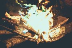 Camp bleu du feu pendant l'été photographie stock