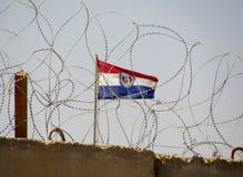Camp Cropper vägg Irak med den Missouri flaggan i baksidajordning Royaltyfria Bilder