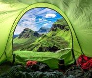 Camp dans le Quiraing en Ecosse, Royaume-Uni photos stock