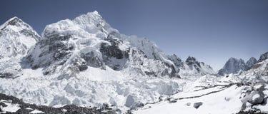 Camp de base d'Everest avec la vue sur Nuptse et Khumbu Images stock