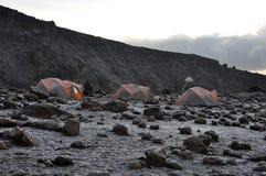 Camp de base de Kilimanjaro de support au lever de soleil Photos libres de droits