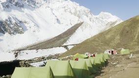 Camp de tente de Darmasala sur le passage de Larke, altitude de 4500m Voyage de circuit de Manaslu clips vidéos