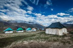 Camp de tente en Himalaya Photographie stock