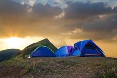 Camp de touristes dans montagnes Photo libre de droits