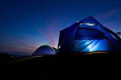 Camp de touristes dans montagnes Photos libres de droits