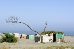 Camp faible sur la plage photo stock