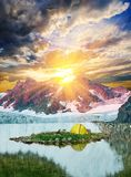 Camp on a mountain lake Royalty Free Stock Images