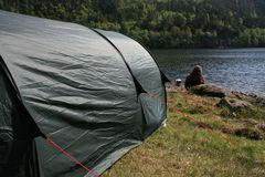 Camp site. A camp site next a to a lake in the Norwegian wilderness stock images