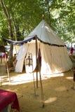 Camp, tentes et biens d'équipement ménager militaires Image libre de droits