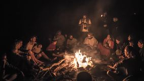 Free Camp With Campfire And People In The Wild Desert Night Stock Photography - 105717412