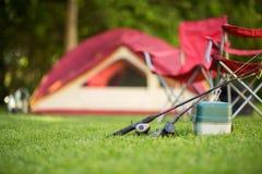 Campa bakgrund av ett tält med kopieringsutrymme Arkivbild