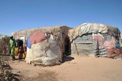 Campa för afrikanska flyktingar och flyktingar på utkanten av Hargeisa i Somaliland under FN-auspicier. Arkivbild