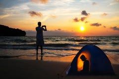 campa för strand Arkivfoton