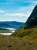 Campa i bergen av Norge med sjöar arkivfoton