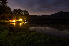 Campa i natten Royaltyfri Fotografi