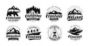 Campa och att klättra logo eller etiketten Fotvandra tur, vandringuppsättning av symboler Bokstävervektor vektor illustrationer
