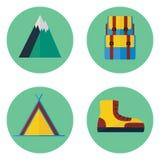 Campa och fotvandra den plana symbolsuppsättningen Stock Illustrationer