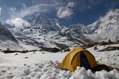 Campa på den Annapurna basläger fotografering för bildbyråer