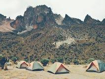 Campa på Mount Kenya Royaltyfri Foto
