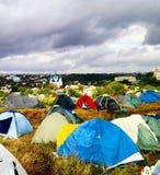 Campa på musikalisk festival Royaltyfri Bild