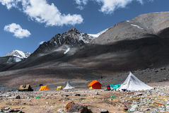 Campa på Stok Kangri Arkivbilder