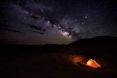 Campa under stjärnareflexionskanjonen Utah USA fotografering för bildbyråer