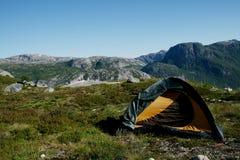 campa ungefärlig terrain Fotografering för Bildbyråer
