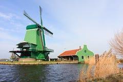 Campagna del Dutch del mulino a vento fotografia stock libera da diritti