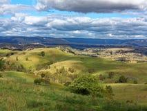 Campagna dell'australiano di Rolling Hills del paesaggio Fotografie Stock Libere da Diritti