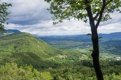 Campagna della Slovenia dalla st Gabriel Mountain Fotografia Stock Libera da Diritti