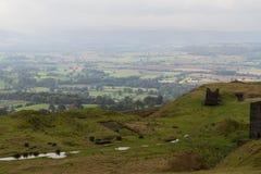 Campagna dello Shropshire in foschia Rappezzatura delle barriere e dei campi inglese Immagine Stock
