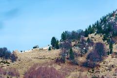 Campagna e fianco di una montagna immagini stock libere da diritti