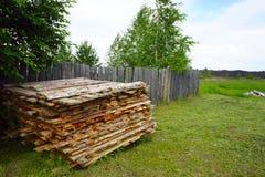 Campagna, giorno di estate di legno del recinto Fotografia Stock Libera da Diritti