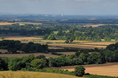 Campagna inglese con la centrale elettrica nella distanza Fotografia Stock