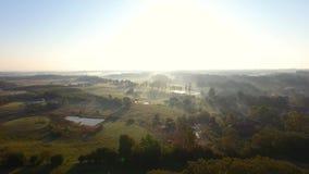 Campagna nebbiosa, vista superiore video d archivio