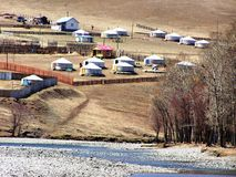 Campagne et yurts mongols Image stock