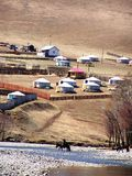 Campagne et yurts mongols Photographie stock