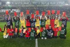 Campagne européenne contre le racisme dans le stade d'Aris Image libre de droits